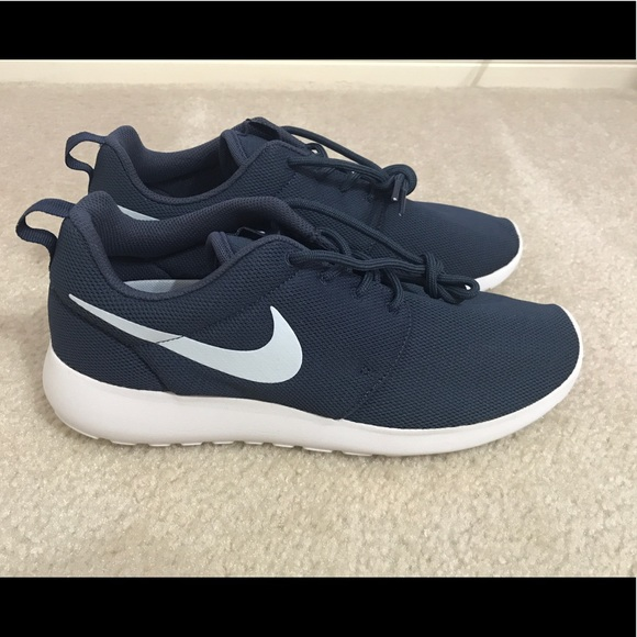 pretty nice a80c3 be669 NWOB Womens Nike Roshe One Navy Size 9.5